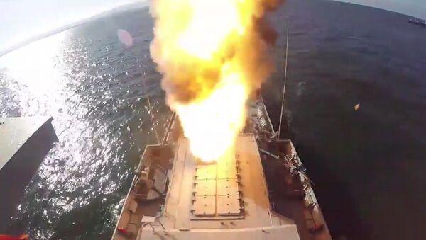 Tir d'un missile de croisière Kalibr depuis la corvette Grad Sviajsk lors des exercices Grom 2019 (archive photo) - Sputnik France