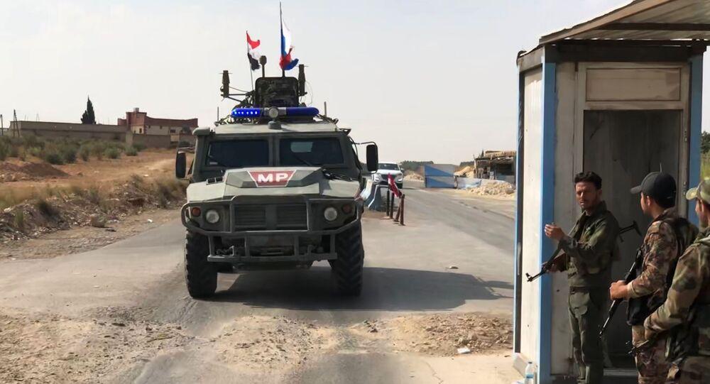 Un véhicule de la police militaire russe dans le nors-ouest de la Syrie