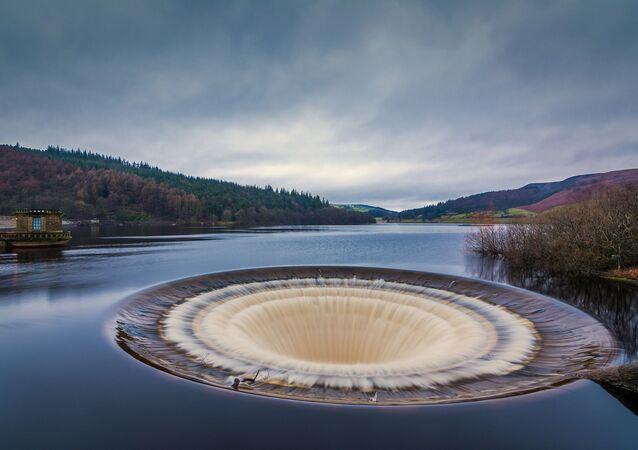 Le réservoir Ladybower en Angleterre