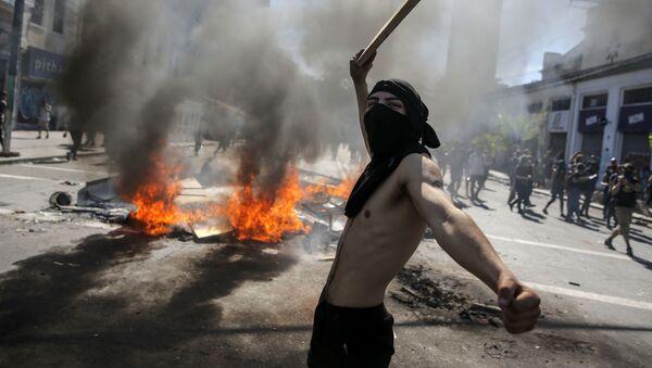 Chaos et fumée: les manifestations d'ampleur au Chili se poursuivent  - Sputnik France