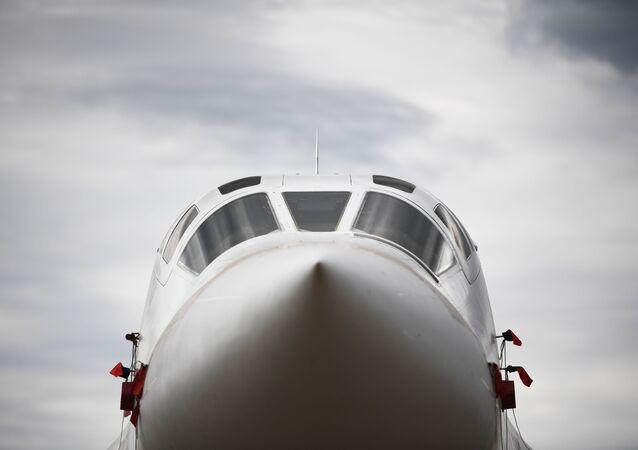 Un bombardier stratégique supersonique russe Tu-160