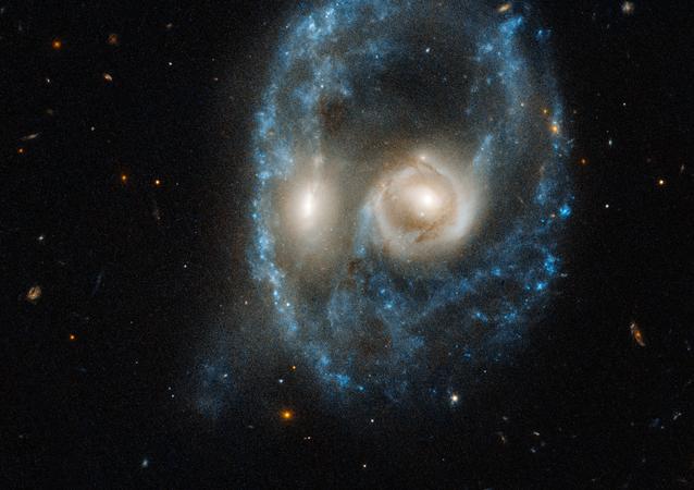 Collision de deux galaxies du système Arp-Medore 2026-424