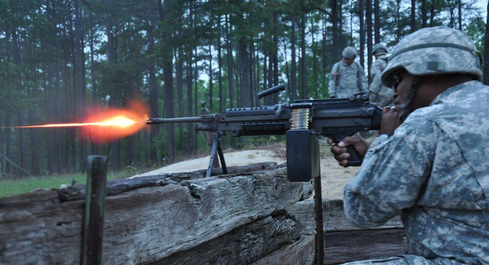 Un soldat américain tire à la M249 lors d'exercices (archive photo)