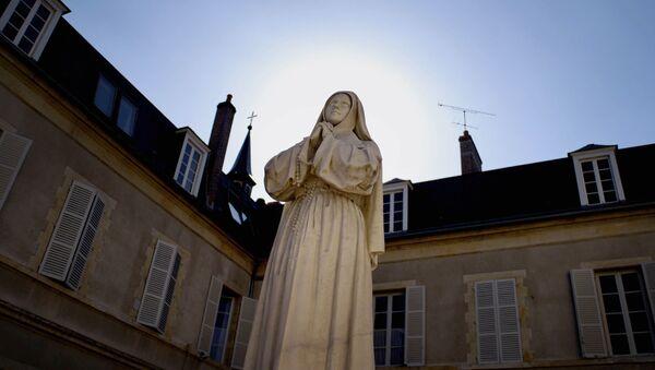 une statue de Sainte Bernadette, image d'illustration - Sputnik France