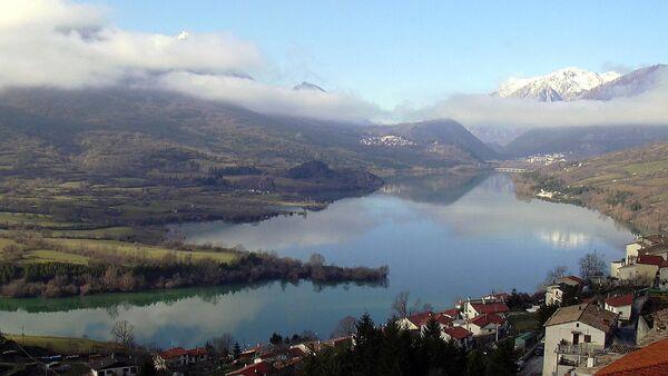 Lago di Barrea (L'Aquila.Italy)nel parco nazionale d'Abruzzo - Sputnik France