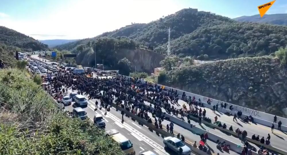 Des manifestants catalans bloquent une autoroute entre la France et l'Espagne, 11 nobembre 2019