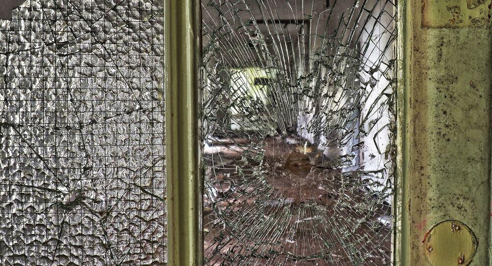 Une porte brisée (image d'illustration)