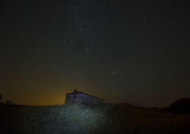 Le ciel étoilé (image d'illustration)
