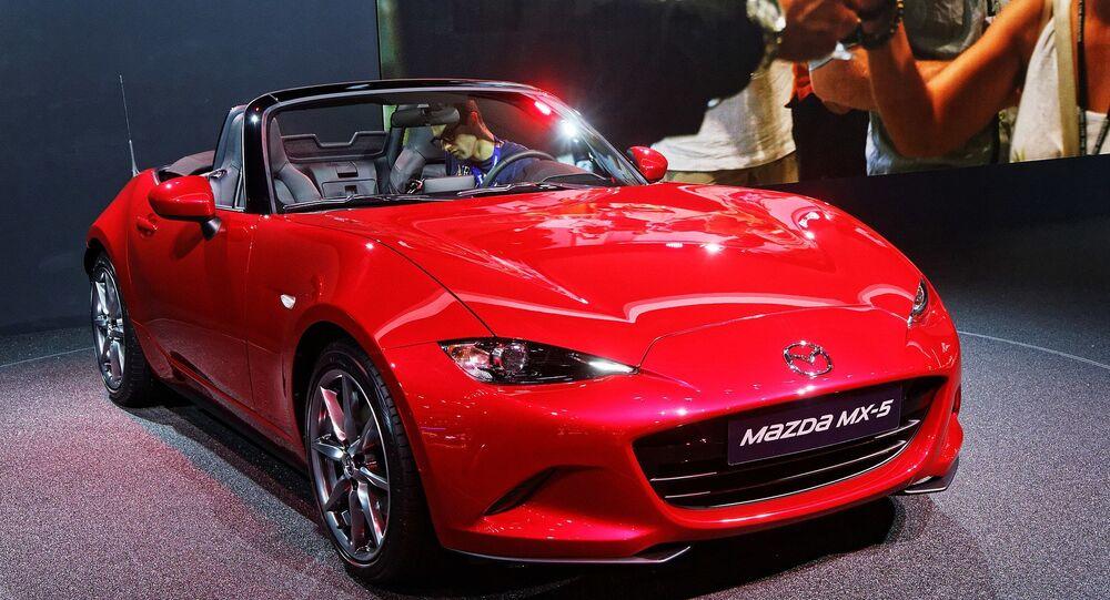 Une Mazda MX-5 présentée lors du mondial de l'automobile de Paris 2014.