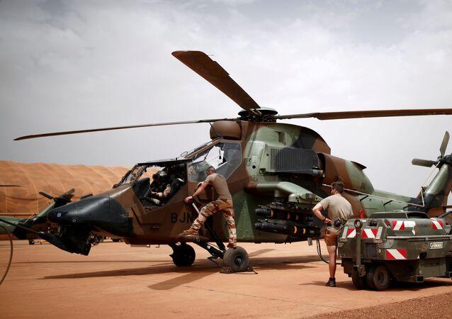 Un hélicoptère de la Force Barkhane au Mali.