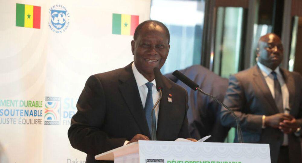 Le Président africain Alassana Ouatara, à l'occasion de la Conférence internationale sur le développement durable et la dette soutenable, lundi 2 décembre à Dakar, au Sénégal.
