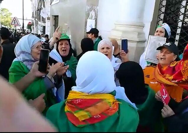Manifestation de femmes algériennes