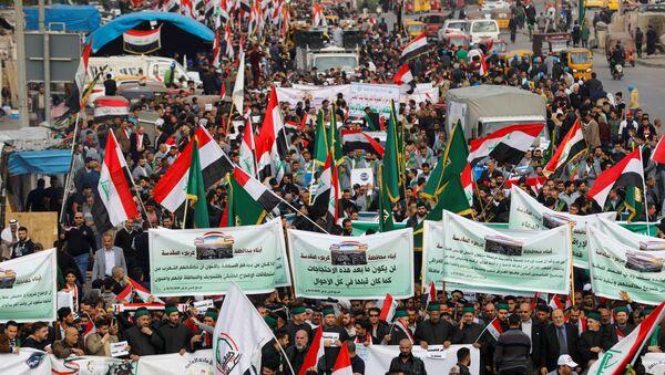 Des manifestants irakiens se rassemblent lors des actions anti-gouvernementales en cours à Bagdad, en Irak, le 6 décembre 2019 - Sputnik France