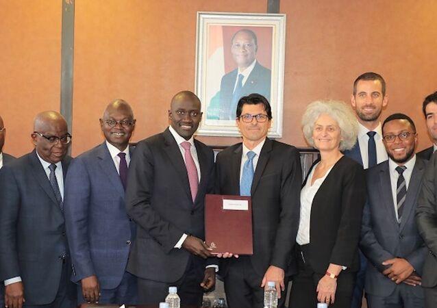Le ministre de l'Énergie ivoirien Abdourahmane Cissé et ses partenaires pour la construction de la plus grande centrale biomasse d'Afrique de l'Ouest.