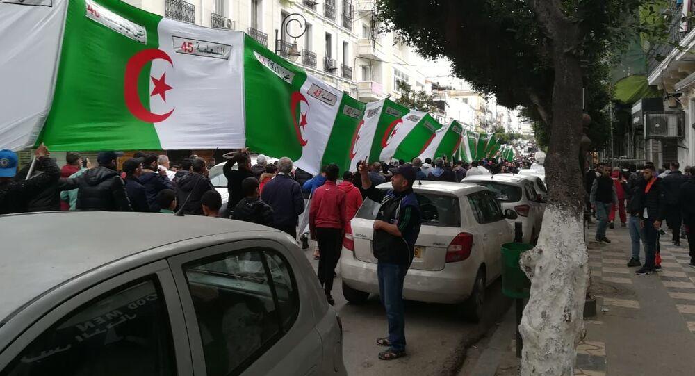 Manifestation à Alger après l'annonce des résultats de l'élection présidentielle