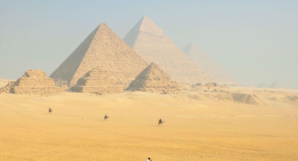 Des pyramides égyptiennes (image d'illustration)