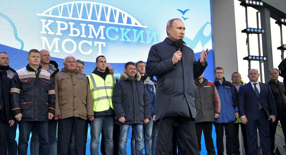 Vladimir Poutine inaugure la partie ferroviaire du pont de Crimée