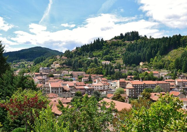 Vue de la ville du Cheylard (Ardèche, France)