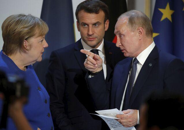 Emmanuel Macron, Angela Merkel et Vladimir Poutine