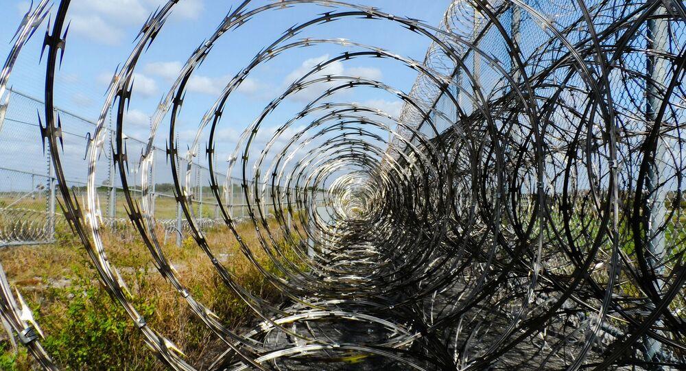 Grillage d'une prison (image d'illustration)