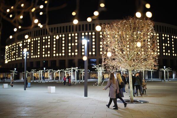 Motifs hivernaux: villes russes illuminées pour le Nouvel An  - Sputnik France