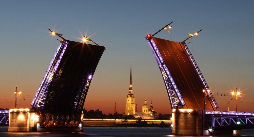 Un pont basculant à Saint-Pétersbourg