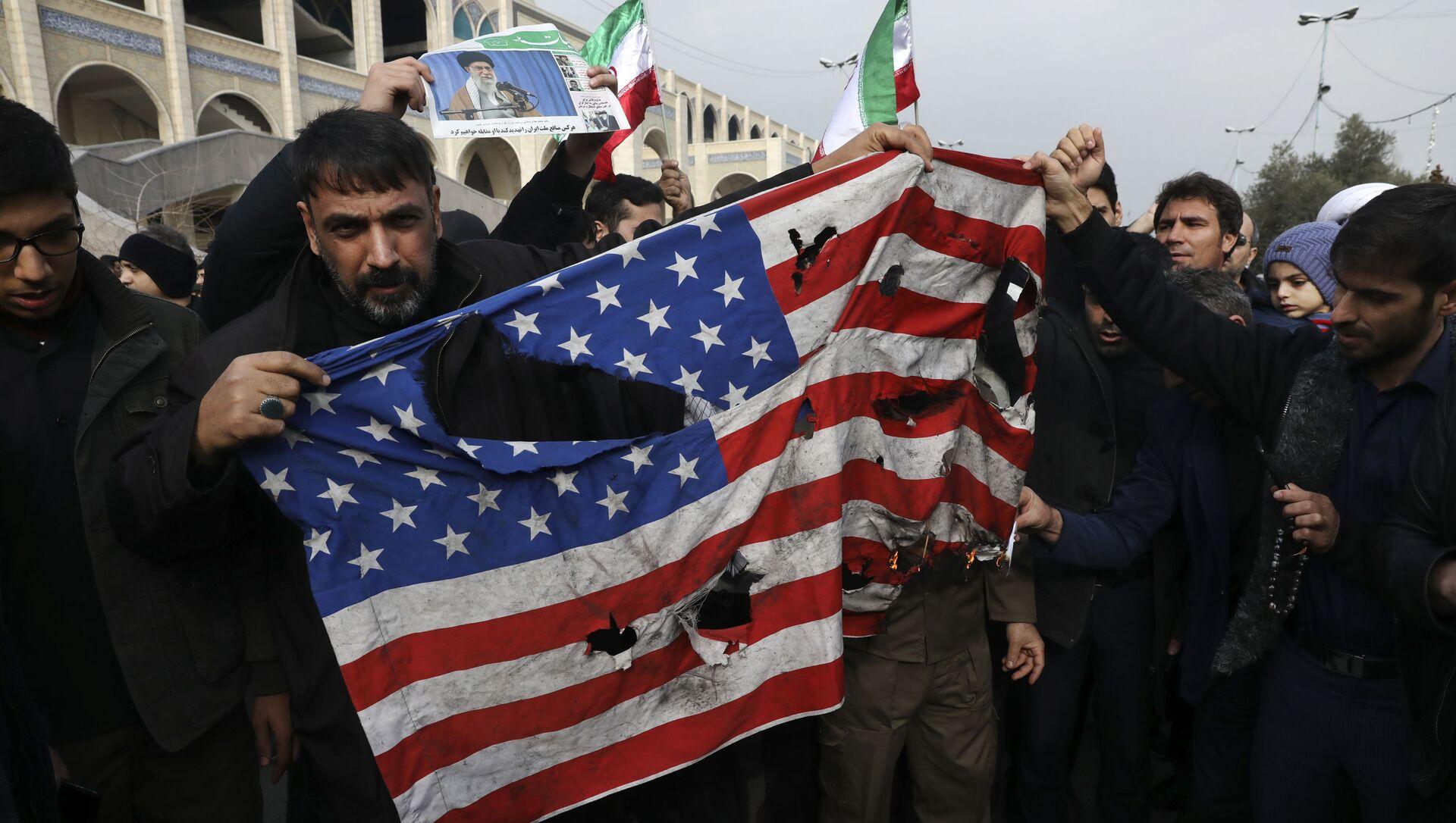 Une manifestation en Irak après la frappe US qui a tué le général iranien Qassem Soleimani à Bagdad - Sputnik France, 1920, 25.08.2021