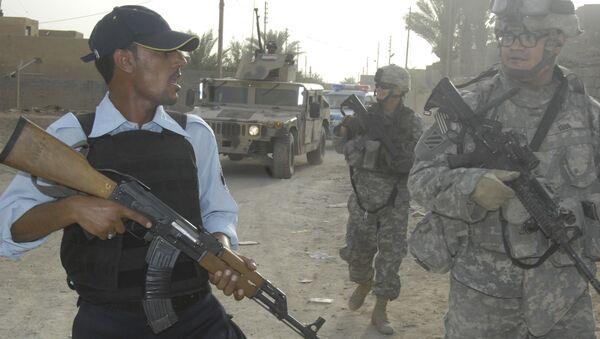 Des soldats irakiens et américains lors d'une patrouille conjointe en Irak (archive photo) - Sputnik France