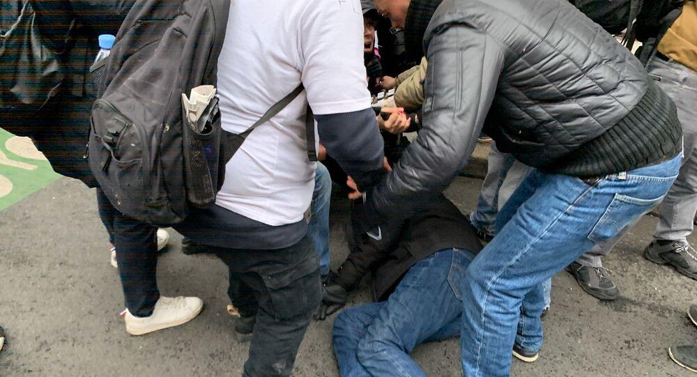 Un manifestant blessé lors de la grève contre la réforme des retraites, le 9 janvier à Paris