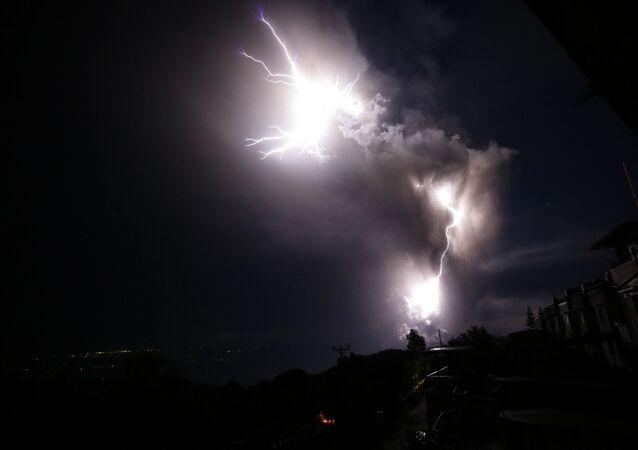 L'éruption du volcan Taal aux Philippines