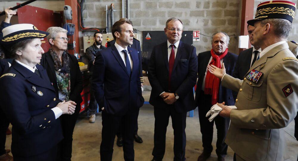 Macron lors de sa visite dans une usine de Pau