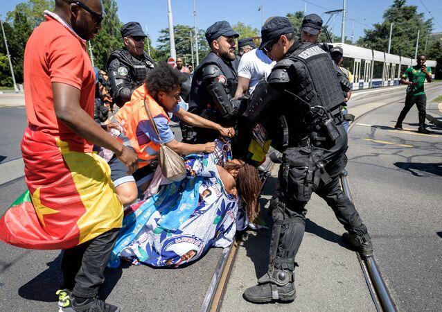 Manifestation de la diaspora camerounaise à Genève à l'occasion de la visite de Paul Biya, le 29 juin 2019.