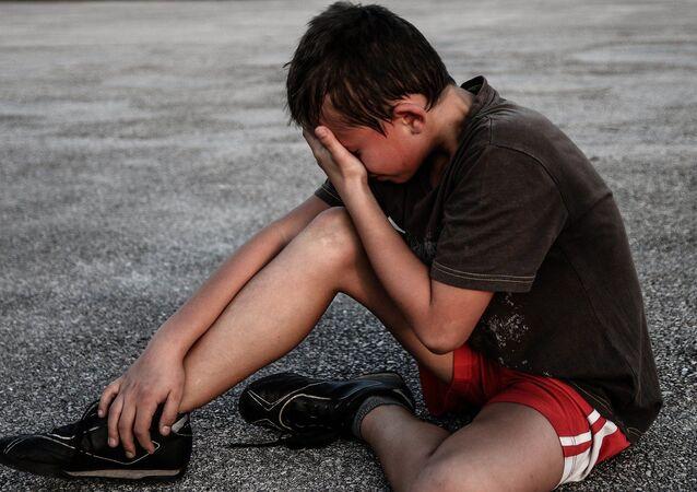 enfant qui pleure (image d'illustration)