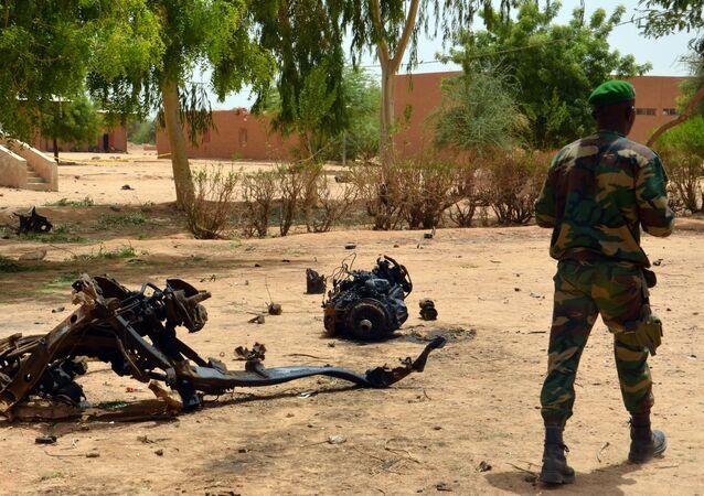Sur les lieux de l'explosion d'un terroriste-kamikaze au Niger, archives