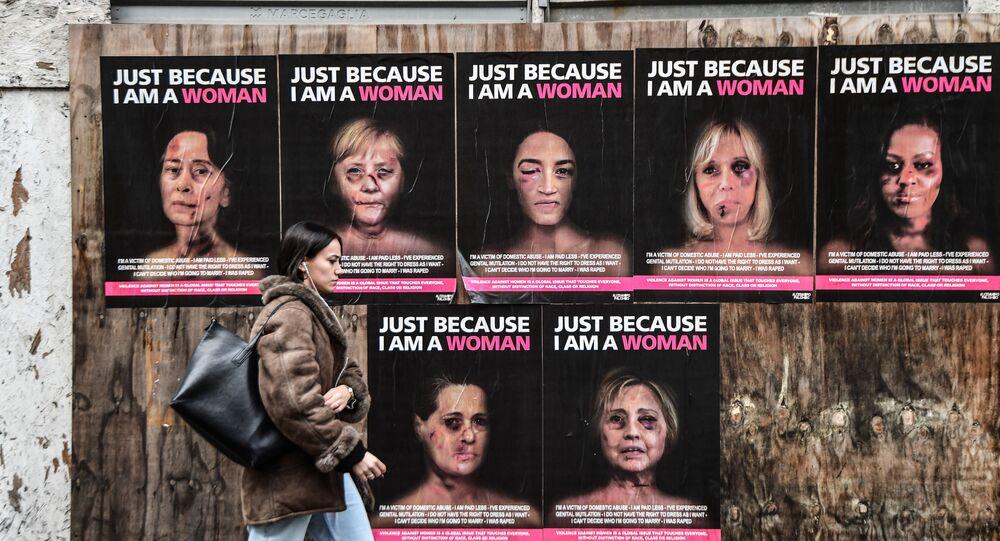 Pour sensibiliser et attirer l'attention sur les violences faites aux femmes, l'artiste italien AleXsandro Palombo a utilisé des images de femmes connues