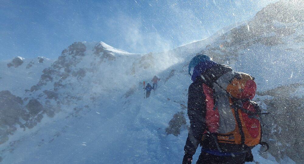 Dans les montagnes, image d'illustration