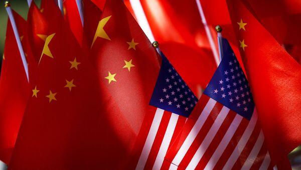 Drapeaux des USA et de la Chine  - Sputnik France