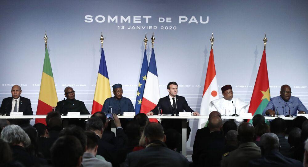 Emmanuel Macron entouré des Présidents africains du G5 Sahel lors du Sommet de Pau du 13 janvier 2020.