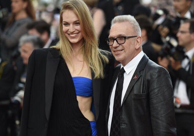 Jean-Paul Gaultier et la mannequin Vanessa Axente