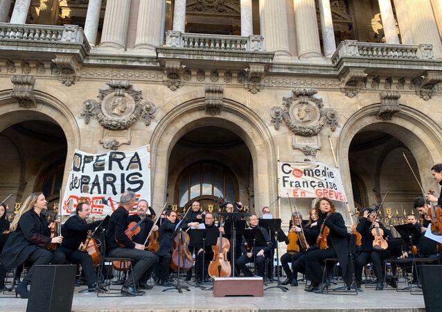 La performance des artistes de l'Opéra de Paris pour dire non à la réforme des retraites, le 18 janvier 2020