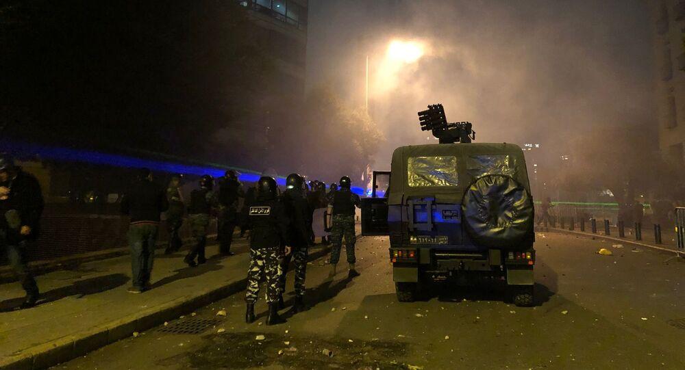 La police lors d'affrontements au centre de Beyrouth, le 18 janvier 2020