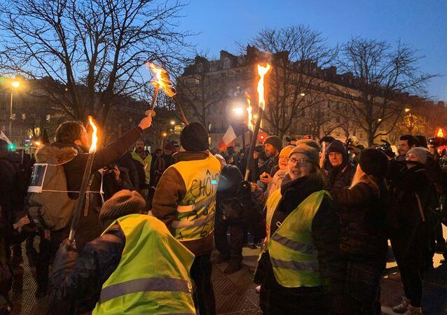 Marche aux flambeaux à Paris