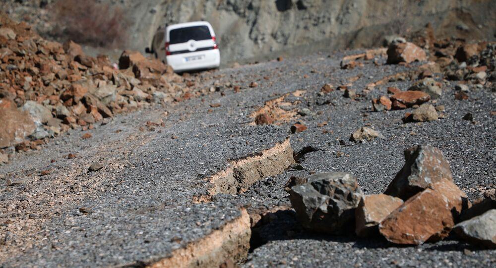 Conséquences du puissant séisme dans l'est de la Turquie, à Elazig