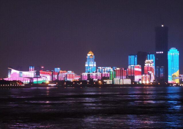 Wuhan, vue de nuit au bord du fleuve Yangzi
