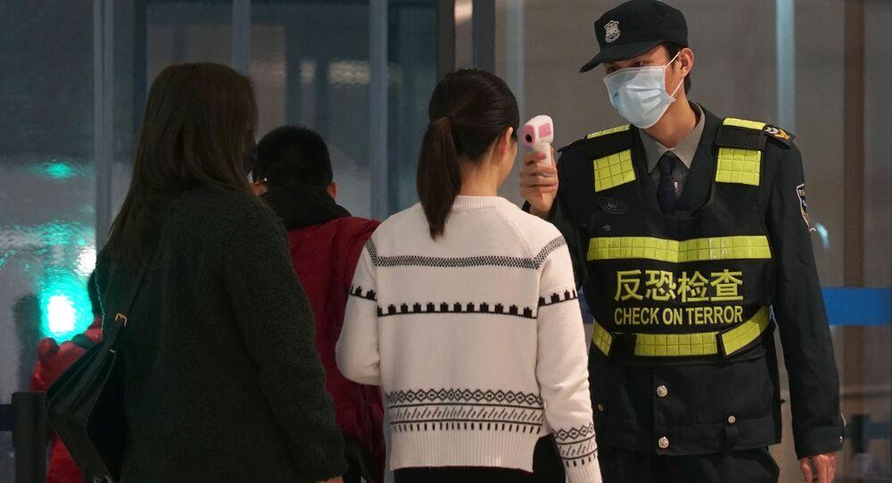 Les passagers contrôlés à l'aéroport de Wuhan
