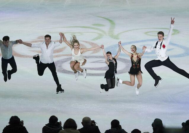 Les patineurs russes Dmitry Aliev, Nikita Katsalapov, Viktoria Sinitsina, Alena Kostornaya, Alexandra Boykova et Dmitry Kozlovsky à Graz