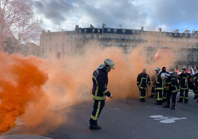 Manifestation des pompiers à Paris
