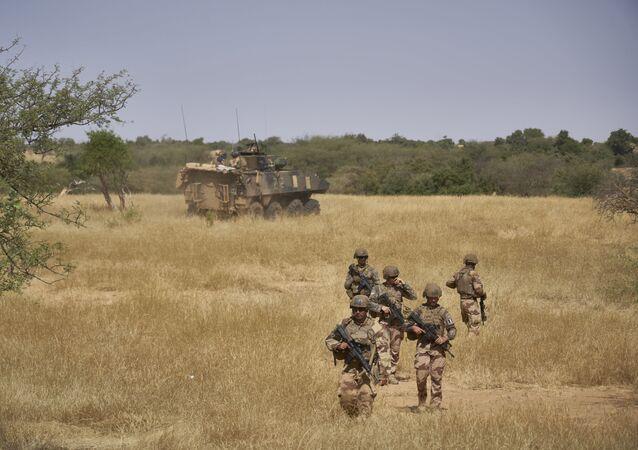 Soldats français en patrouille au Mali (opération Barkhane)