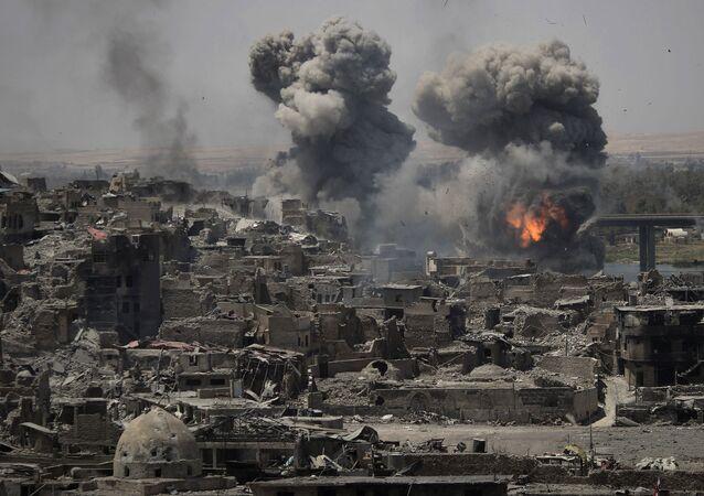 Frappes contre les terroristes à Mossoul, Irak