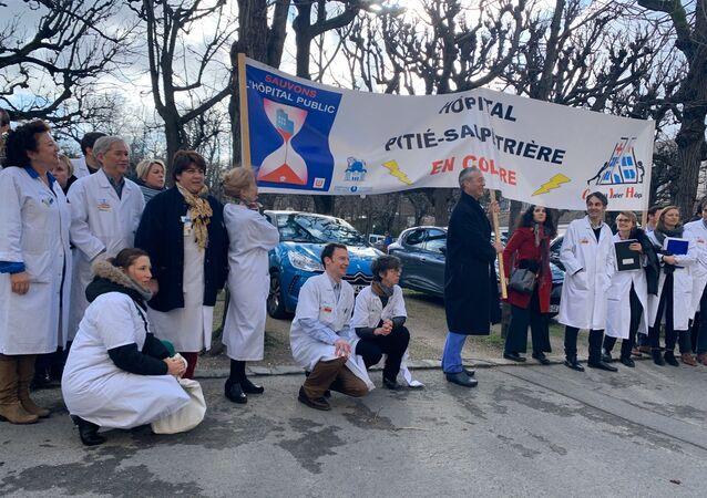 Démission collective de médecins chefs à la Pitié pour réclamer davantage de moyens au gouvernement, 4 février 2020